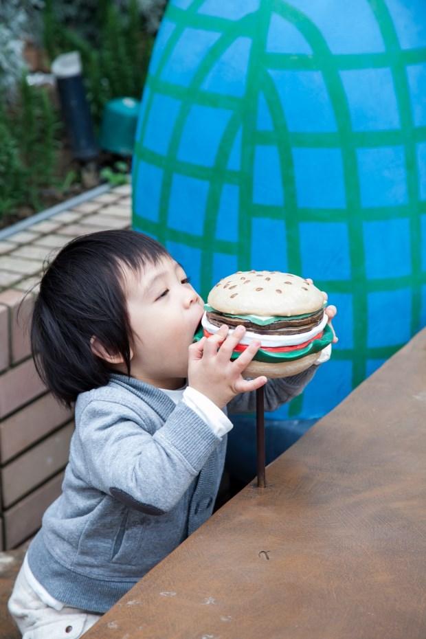 洗刷漢堡不健康的罪名!何奕佳讓孩子愛上吃蔬菜的食農學