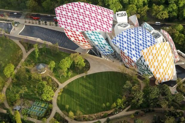 LV藝術基金會大改裝 變身巨型的棋格屋