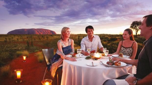 皇家澳洲行,『世界中心』艾爾斯岩的時尚旅趣