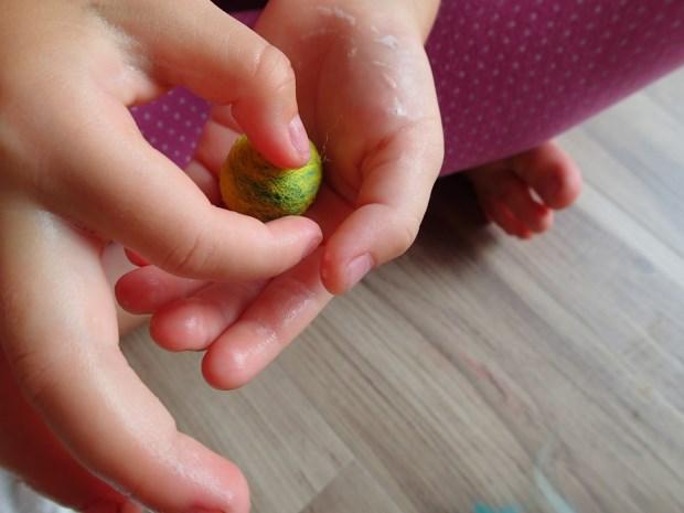 親子手作時光 – 彩色羊毛泡泡遊戲