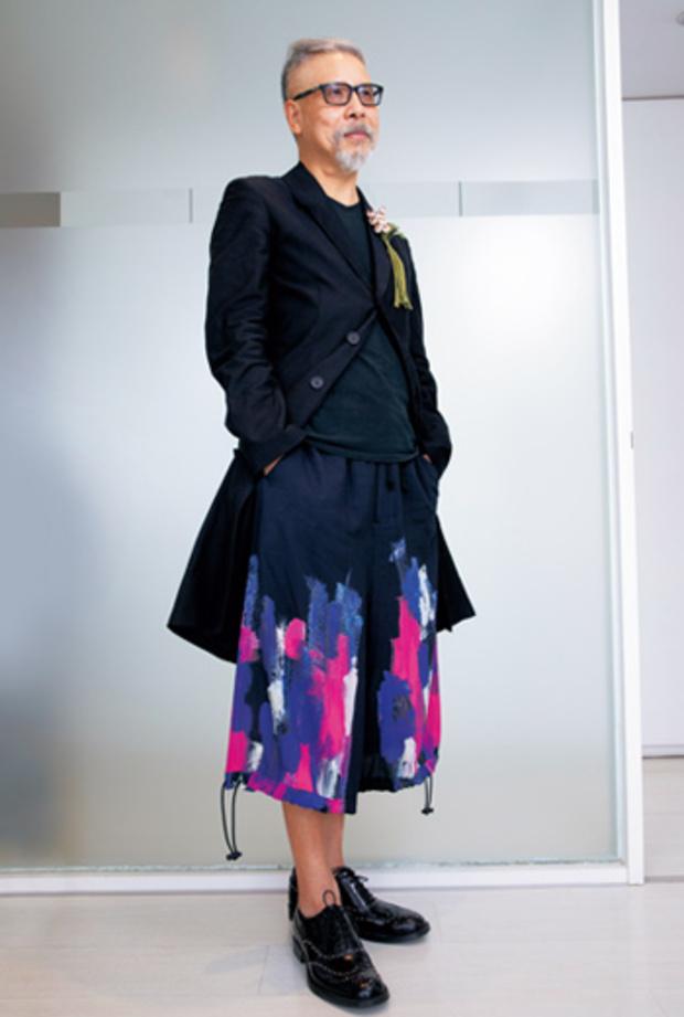 CEO穿搭學》刷色牛仔褲+蛇皮鞋,廣告業董座的做自己革命